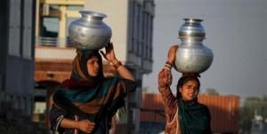 Pakistan women carry water home - Islamabad