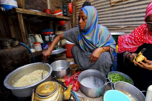 Somali refugee woman cooking in Yemen camp