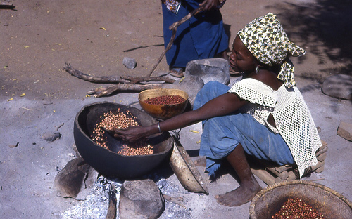 Young Senegal girl prepares dinner for family