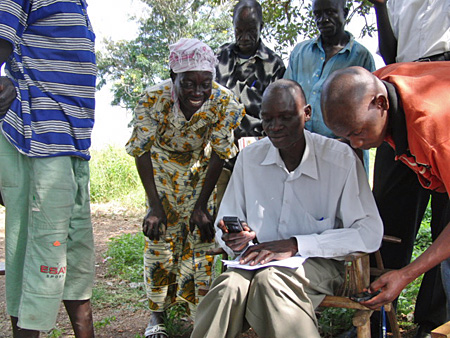 Ugandan refugees use mobile devices