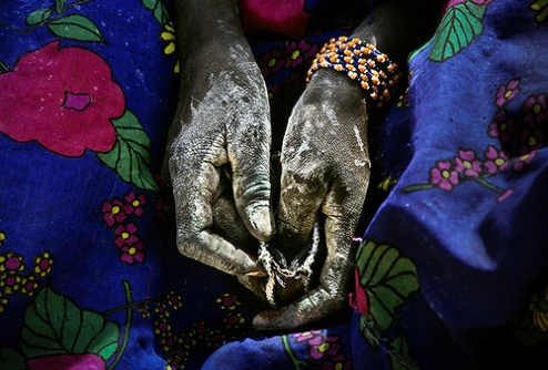 woman with salt covering her hands in the oasis of Fachi, Tenerè desert, Niger