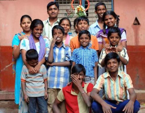 Bengaluru, Inida school children who are part of a computer learning program
