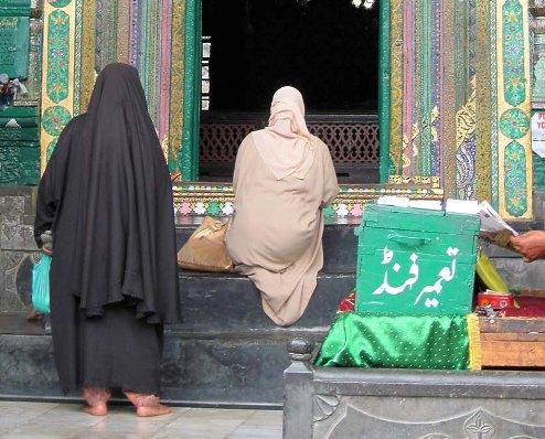 Women in Srinagar, Kashmir