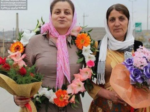 Kurdish rights activist released from Iran prison stands with mother