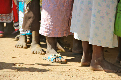 Rural women in Malawi sometimes travel for hours to access healthcare and reach HIV/AIDS treatment centers. Image: DFID