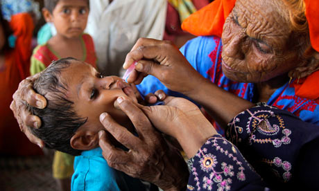 Pakistani infant receives polio vacine