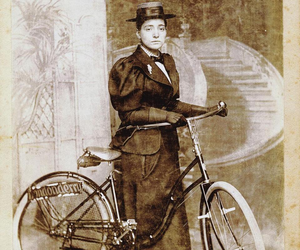 "Annie ""Londonderry"" Kopchovsky in 1894 with the Columbia bicycle she rode from Boston to Chicago. Image: Boston Globe"
