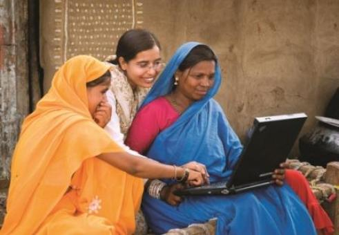 India women on computer