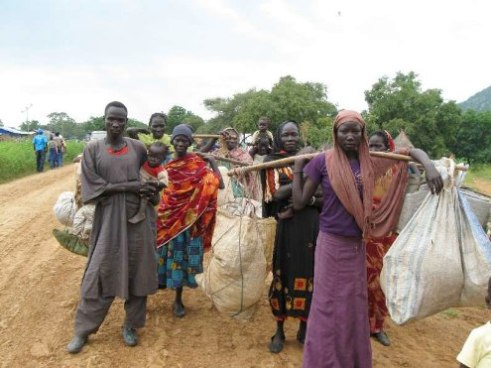 Sudanese refugees on way to Ethiopia 2011