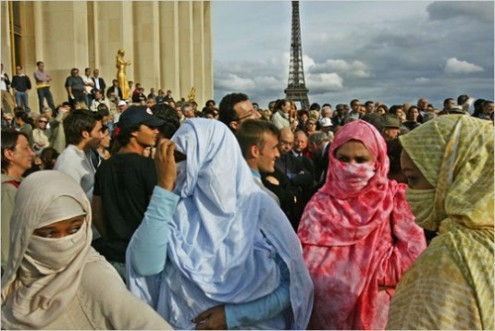 4 Muslim immigrant women in a Paris crowd 2011
