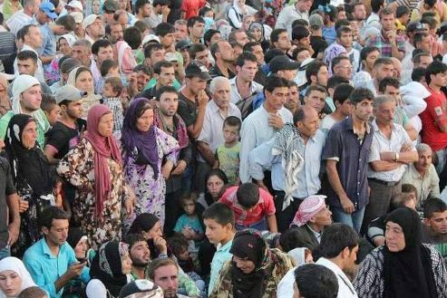 Syrian refugees cross border to Iraq for safety from conflict