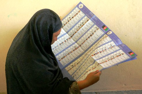 Afghan woman voting 2005