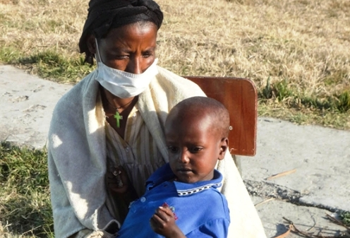 Ethiopian mother and child with TB