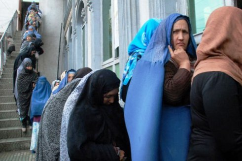 Afghan women lining up to vote 2014