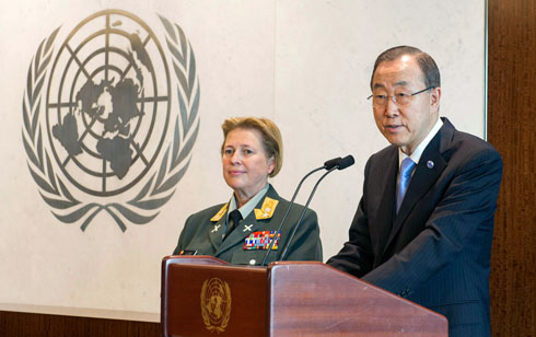 Secretary-General Ban Ki-moon with Major General Kristin Lund