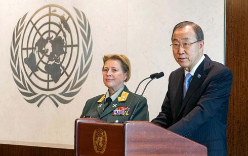 Secretary-General Ban Ki-moon with Major General Kristin Lund
