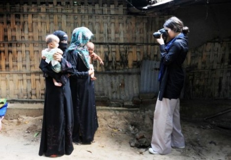 Woman journalist Dilek Mermer with Rohingya women & children