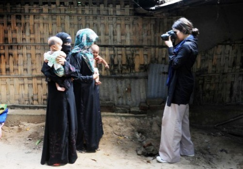 Woman journalist Dilek Mermer with Rohingya women & children