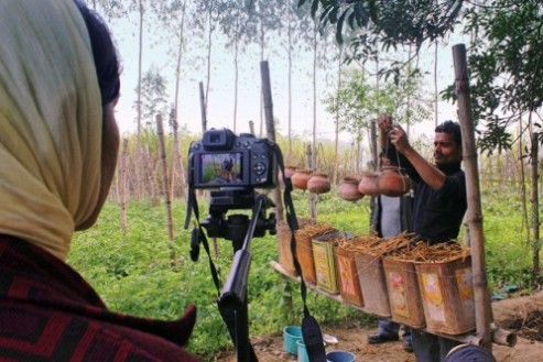 A woman videographer works to record as a farmer demonstrates techniques in the Uttar Pradesh region of rural India. Image: Ayushi Singh/Digital Green